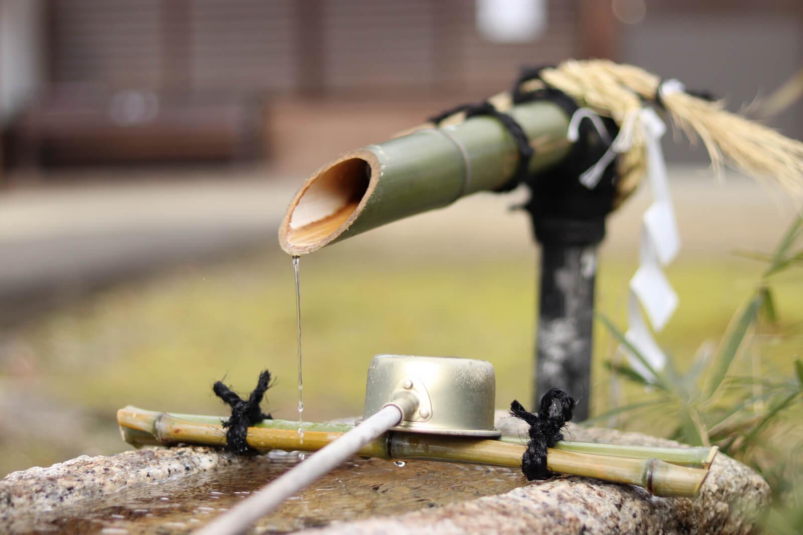 手水舎(竹筒から水)