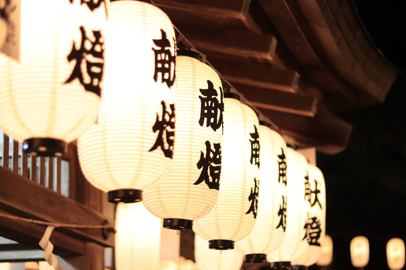 万灯祭で灯る提灯