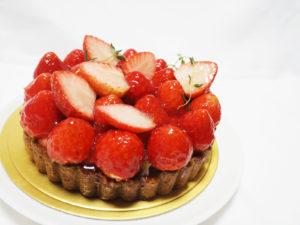 たっぷり苺のタルトケーキ