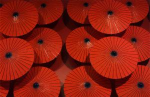 真紅の和傘