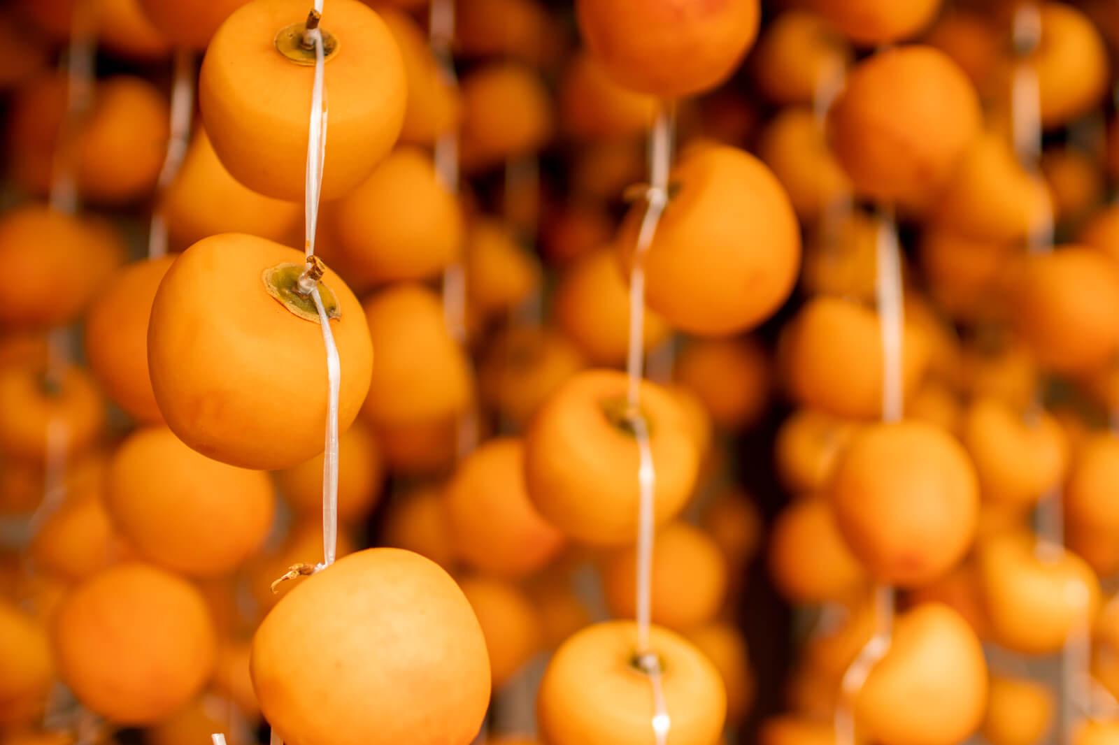 たくさんの瑞々しい干し柿