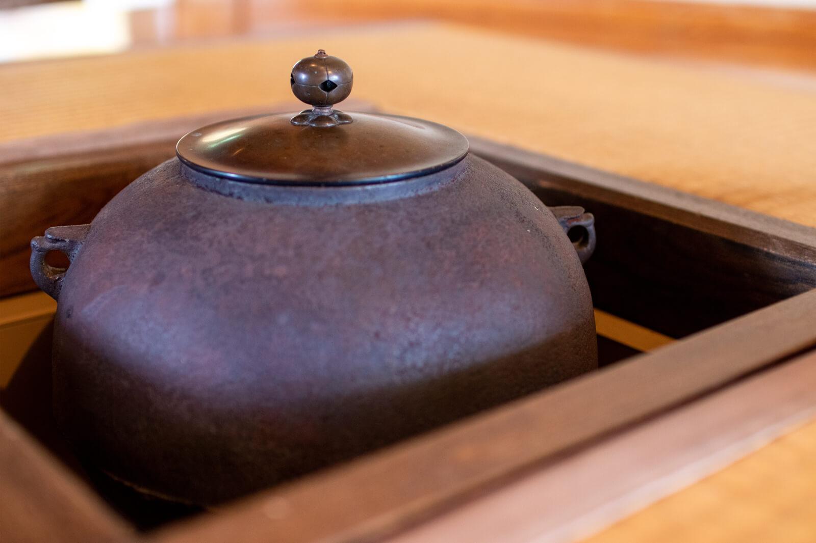 和室にある茶釜