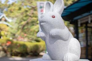 岡崎神社の狛うさぎ(阿形-雄)