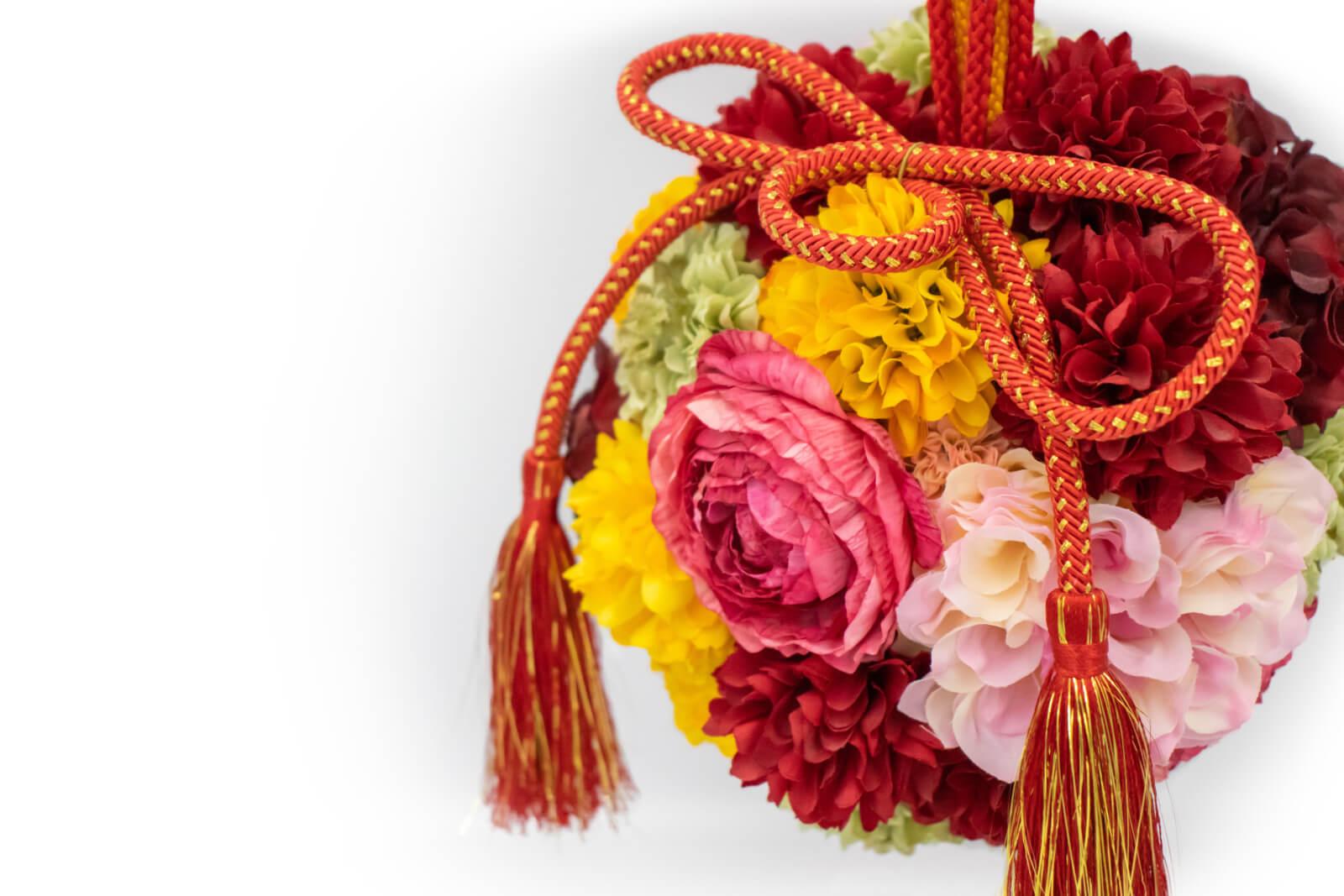 赤の組紐も使った花まり玉