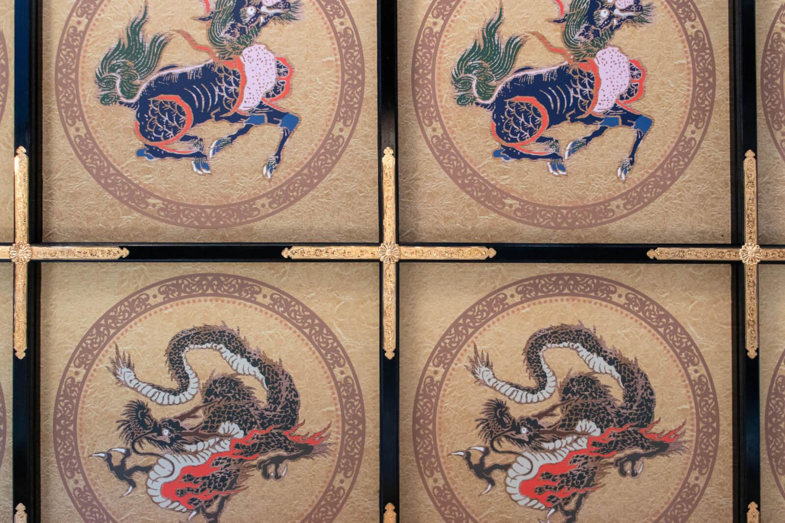 岐阜城望楼の間の麒麟と龍の格天井