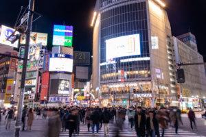 渋谷スクランブル交差点をスターバックス方面で撮影