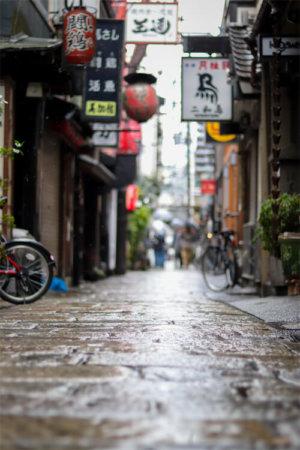 雨降りの法善寺横丁