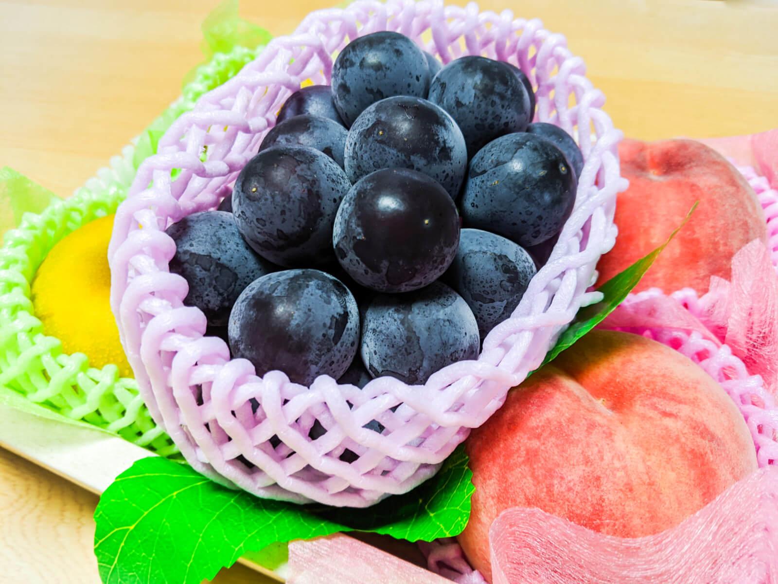 お供物の桃・ぶどう・梨