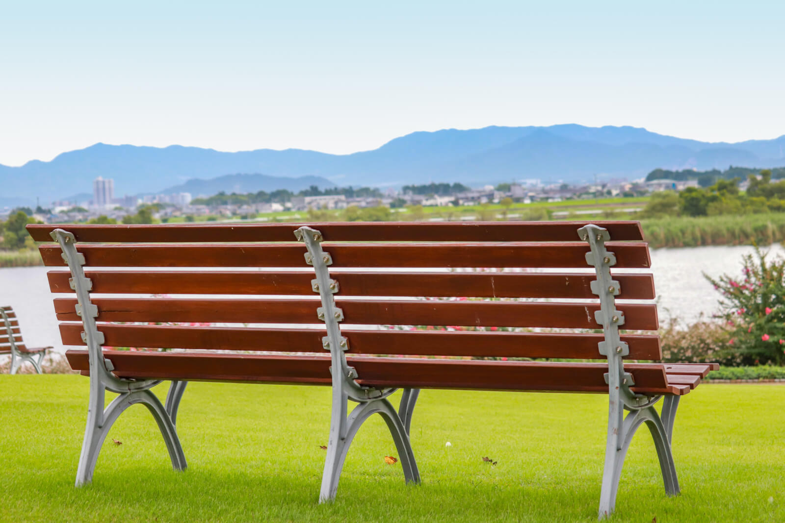 河原のベンチ