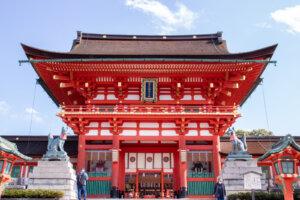 伏見稲荷大社の存在感のある楼門