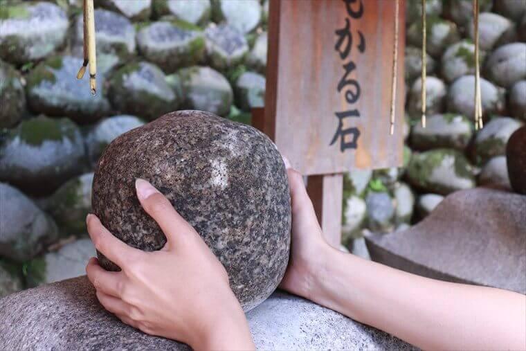 おもかる石