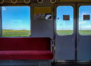 電車の中から見える田園風景