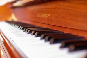 美しいピアノの鍵盤